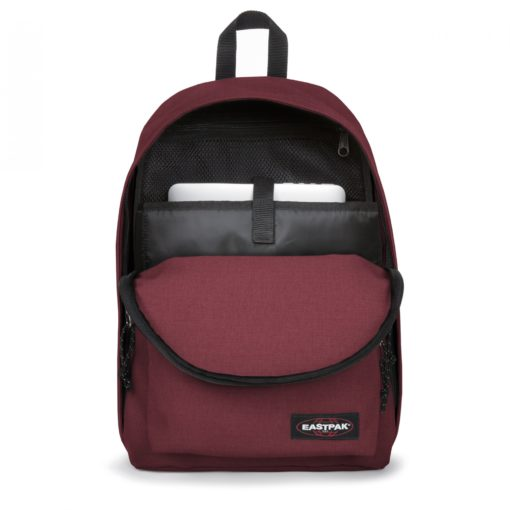 MOCHILA EASTPAK Out Of Office EK76723S Crafty Wine granate color vino efecto tejano