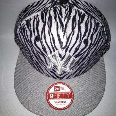 Gorra New Era Cap 9FIFTY SNAPBACK FADE HOOK NEYYAN Ref.080636 gris/negra animal print