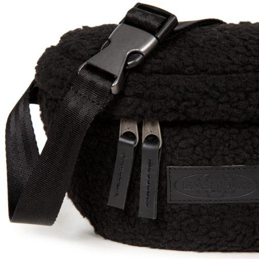 Riñonera Eastpak Springer EK07497X Shear Black borreguito negro
