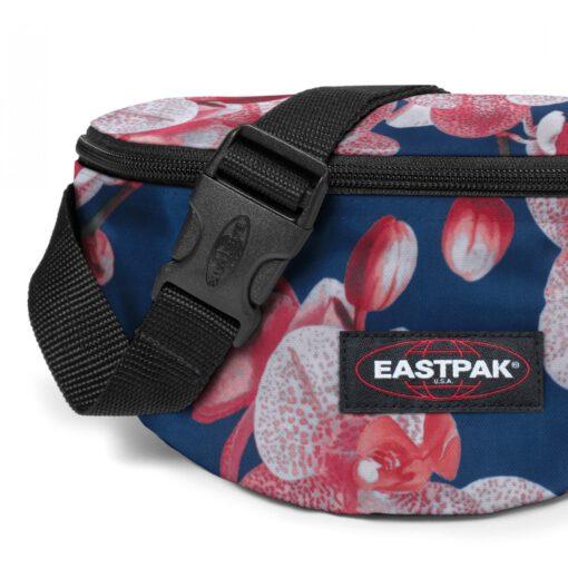 Riñonera Eastpak Springer EK074A90 CHARMING PINK Fondo azul con flores rosas