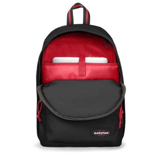 MOCHILA EASTPAK Out Of Office 27 litros con bolsillo ordenador EK767A11 Blakout Sailor Negra con detalles rojos