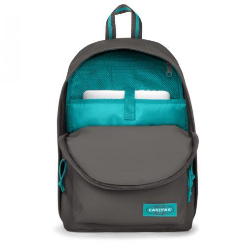 MOCHILA EASTPAK Out Of Office 27 litros con bolsillo ordenador EK767A12 Blakout Whale Gris oscura con detalles azul turquesa