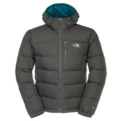 La chaqueta está rellena de plumón de ganso excepcionalmente cálido de relleno de 700 con un loft alto y una excelente relación calor-peso.