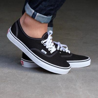 Zapatillas VANS Skate número uno del mundo Unisex Authentic Black Mod. VN000EE3BLK negra básica