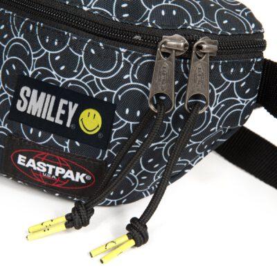 Riñonera Eastpak Springer EK074A94 Smiley Mini Icono sonrisa WhastApp negra