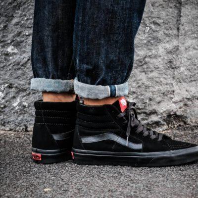 Zapatillas altas VANS Sneakers deporte hombre SK8-HI SHOES Black/Black Mod. VN000D5IBKA ante negras con franjas negras