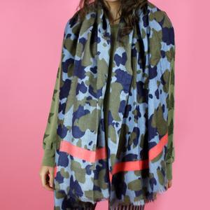 Bufanda Barts cálida súper suave para mujer COSENZA SCARF Light blue Ref. 4936004 Ejercito camuflaje azul