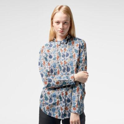 Camisa vegana WEMOTO chica cierre con botones KIRSTY Ref. 162.301-400 off White fondo blanco estampado multicolor