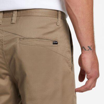 Pantalón corto VOLCOM bermudas chino para Hombre FRICKIN MODERN STRETCH - KHAKI Ref. A0911601_KHA Caqui Nueva colección