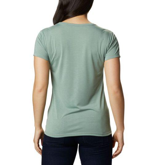 """MUÉVETE CON LIBERTAD Una camiseta de manga corta hecha con un cómodo tejido elástico para una excelente libertad de movimiento. COMODIDAD Y PROTECCIÓN Mantente seca y cómoda durante tus actividades gracias al tejido de alta absorción que mantiene alejada la humedad de tu cuerpo y acelera la evaporación. Tejido elástico Tejido hidroabsorbente Omni-Wick™ Usos: Senderismo, Actividades urbanas Composición remove 65% poliéster, 35% rayón Talla y ajuste remove straighten ACTIVO: Ajuste de """"body-skimming"""" para favorecer la movilidad."""