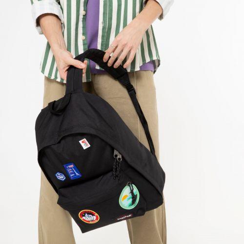MOCHILA EASTPAK Out Of Office 27 litros con bolsillo ordenador EK767K50 Patched Black negra parches viajes
